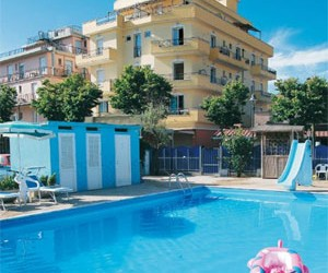 Residence Record Hotel con piscina Rimini